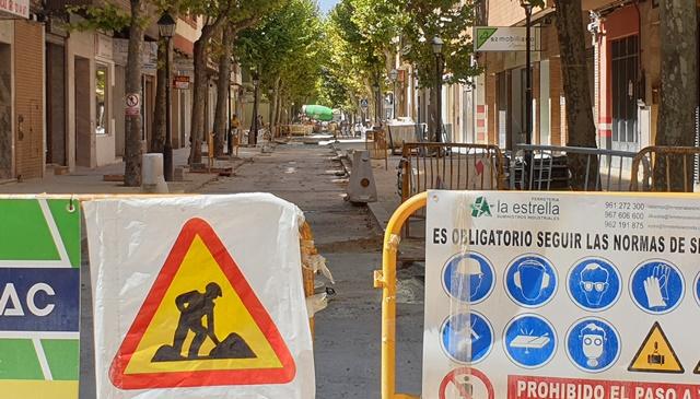 Este tramo de Blasco Ibáñez hasta la calle Hermanos Jiménez está cerrado y excepto algunas horas concretas al día, así lo ha estado todo el verano.