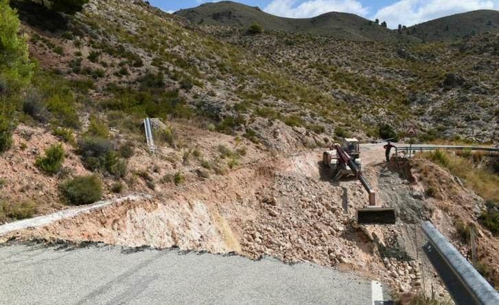 Continúan las obras que la Diputación de Albacete está realizando en la AB-412, en Liétor