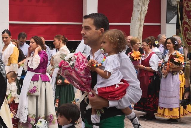 La ofrenda de flores a la Virgen de los Llanos da color a la Feria de Albacete (imágenes)