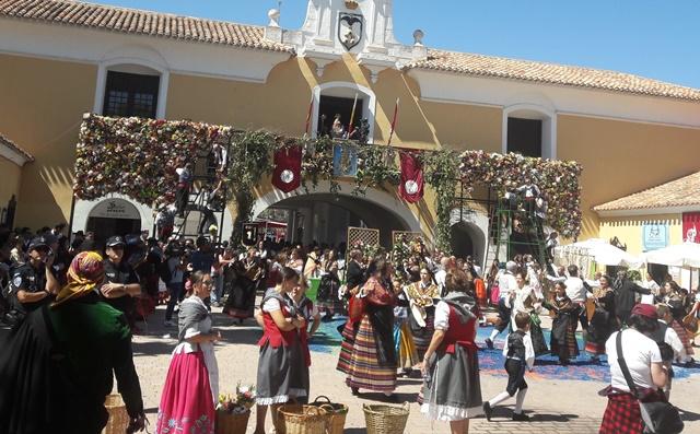 La Peña Templete de Albacete celebra este año el 30 aniversario de la  ofrenda de flores 1d543684e0f65