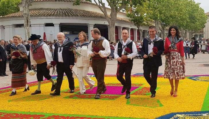 La ofrenda a la Virgen de Los Llanos sirvió para recordar a los afectados del temporal en la provincia de Albacete