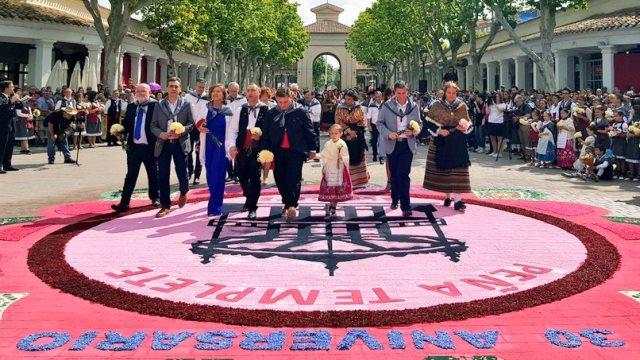 Felicitaciones a la Peña Templete por su 30 aniversario organizando la  Ofrenda en la Feria de 4131f3f514da5