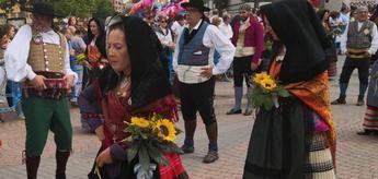 'El vestir de Albacete' desde el siglo XVIII, una exposición organizada por el grupo de folklore 'Abuela Santa Ana'