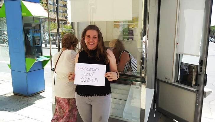 Premio de la ONCE en Hellín que da una joven vendedora de 22 años