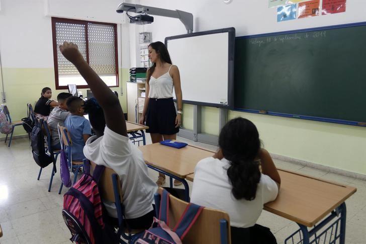 Castilla-La Mancha contratará a 3.000 docentes de forma extraordinaria para garantizar la vuelta a las aulas