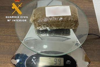 Detenido un joven en Ossa de Montiel (Albacete) con 198 dosis de hachís ocultas en su coche