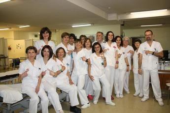 El Hospital de Cuenca se une a la campaña '#HolaYoMeLlamo' para la humanización de la asistencia