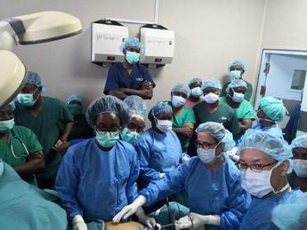 La jefa de cirugía del Hospital de Talavera imparte un curso de cirugía laparoscópica en Mozambique