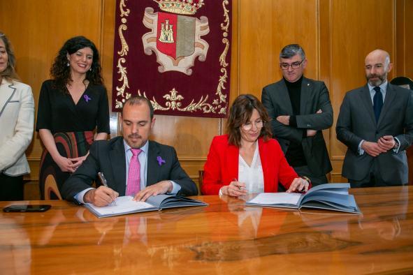 Castilla-La Mancha colabora con las Cortes para elaborar el plan de igualdad