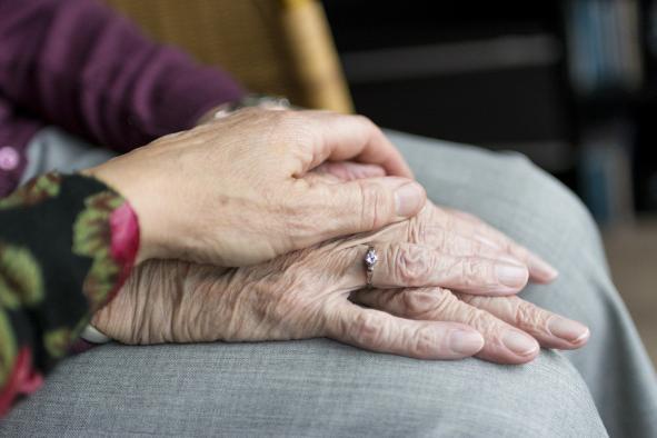 Castilla-La Mancha mantiene la atención de más 1.300 personas mayores o con discapacidad tuteladas