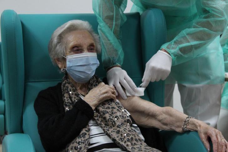 Castilla-La Mancha completa la primera ronda de vacunas en residencias de mayores