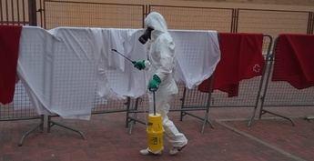 Desinfección esta mañana de mantas y sábanas tras los positivos por coronavirus