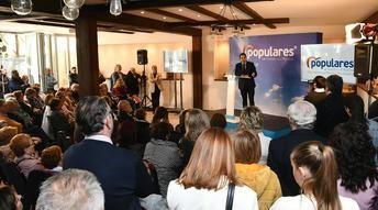 Paco Núñez (PP) mantiene un encuentro con simpatizantes y afiliados en Almansa