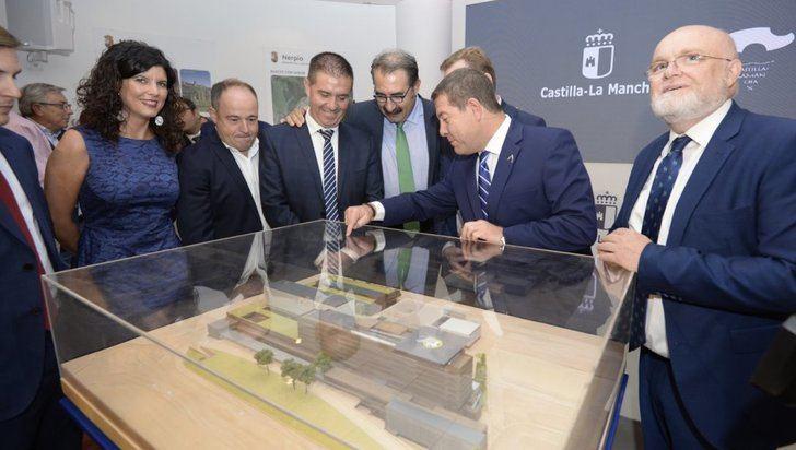 Page presentó en Albacete el nuevo hospital de Albacete, que dobla en superficie el actual