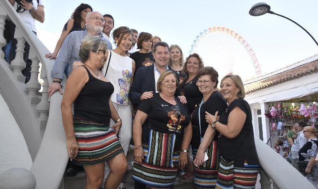 Page se pone el 'traje' ferial y se da una vuelta por el recinto de la Feria de Albacete