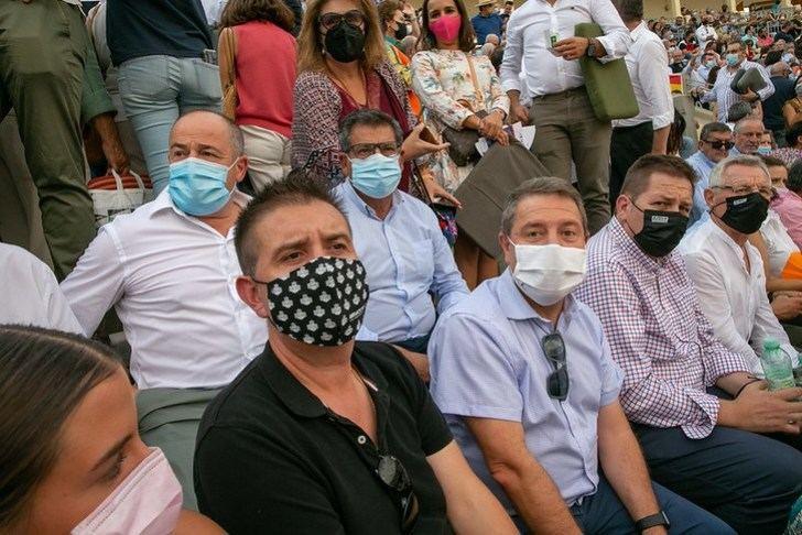 El presidente regional estuvo en la no Feria de Albacete y presenció la corrida de toros de este sábado.
