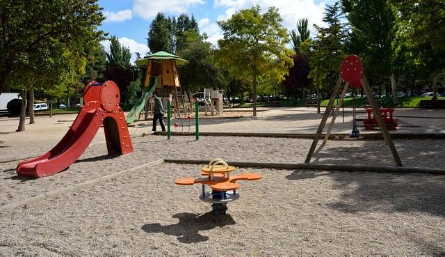 El Ayuntamiento de Albacete cierra las zonas de juegos infantiles de los parques, por el coronavirus