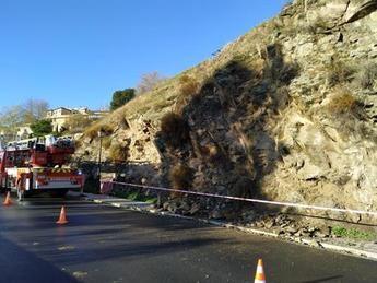 Un desprendimiento en el Paseo de Cabestreros de Toledo obliga a intervenir a Policía Local y bomberos