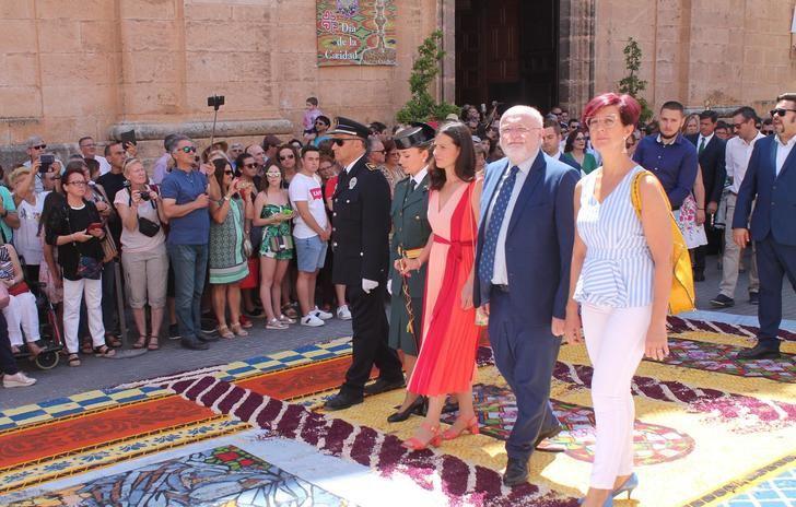 Elche de la Sierra (Albacete) se muestra al mundo con sus increíbles alfombras de serrín