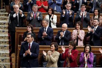 Pedro Sánchez elegido presidente del Gobierno de España al lograr 167 votos a favor y dos menos en contra