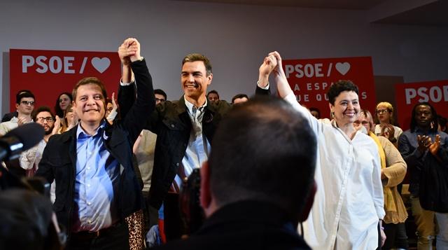 Pedro Sánchez y Page, juntos en un acto de precampaña en Ciudad Real
