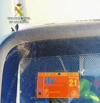 Investigan a un conductor por un delito de falsedad documental de la pegatina de la ITV, en la Autovía de Albacete-Cartagena