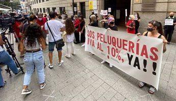 Las peluquerías, indignadas por el veto del PSOE, se movilizan en España para exigir el IVA reducido