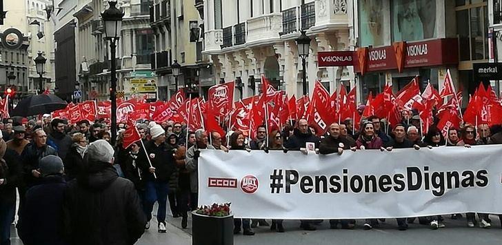 Miles de personas desafían a la lluvia en Castilla-La Mancha en defensa de pensiones dignas