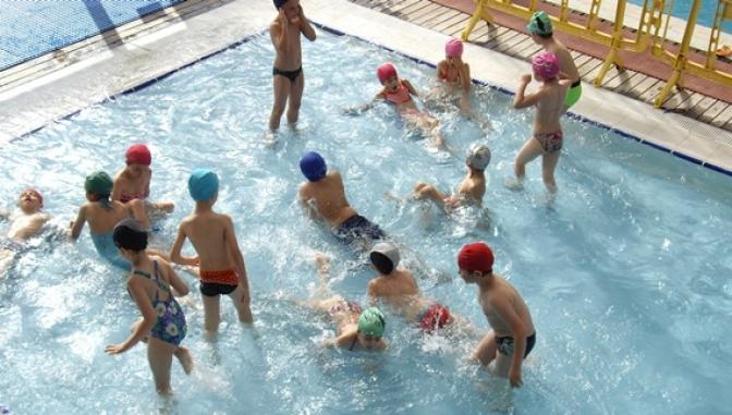 Usuarios tuvieron las piscinas de verano de for Piscina santa teresa albacete