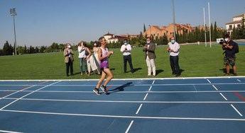 Las pistas de atletismo de Albacete ya lucen el nuevo pavimento y estará abiertas el lunes