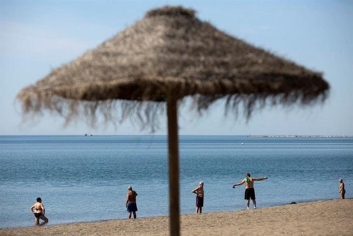 El nuevo protocolo de Sanidad sobre las playas plantea mucha limpieza y control de aforos