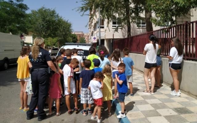 Más de 200 niños y niñas han conocido de cerca el trabajo que hace la Policía Local de Albacete