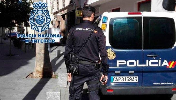 Detenido cuando intentaba romper un escaparte del centro de Albacete con un adoquín