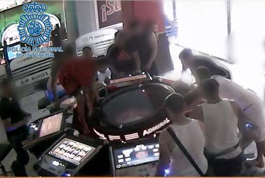 Imagen de archivo de detención en salón de juegos.