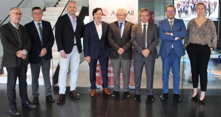 Acuerdos de la Junta de Castilla-La Mancha y varias entidades para potenciar la calidad de la FPc