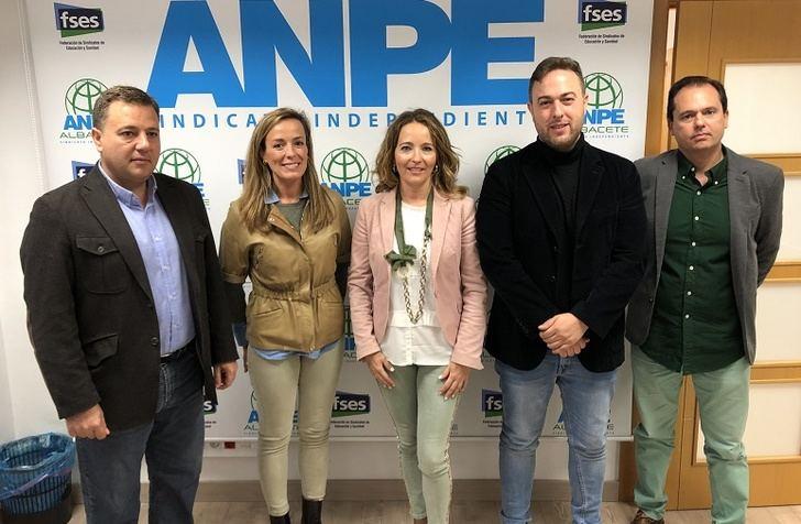 Carmen Navarro y Manuel Serrano (PP) se comprometen a trabajar por un pacto educativo desde el Congreso