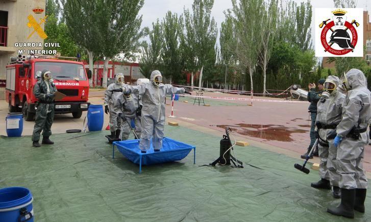 La Guardia Civil y los bomberos de Albacete realizan unas prácticas ante una posible emergencia química