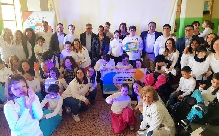 El Colegio de Educación Especial Cruz de Mayo de Hellín recibe el Premio Agenda 21 Escolar 2018, de la Diputación de Albacete