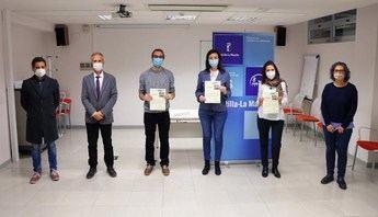 Imagen de un premio a sanitarios de Toledo por un proyecto de investigación.