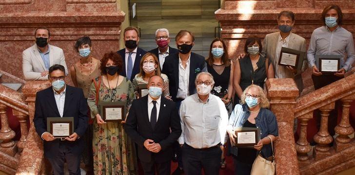 Los sanitarios de Albacete reciben el 'Premio Altozano' por su dedicación y trabajo