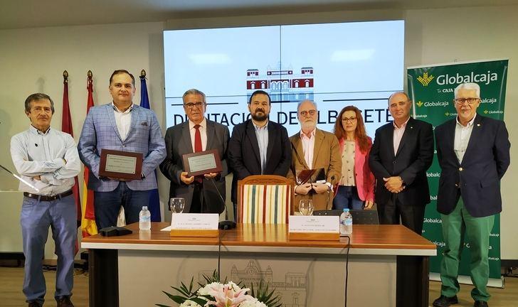 El Ateneo y La Tribuna, premiados en el XIII 'Altozano', galardones protagonistas en el stand de Diputación de Albacete