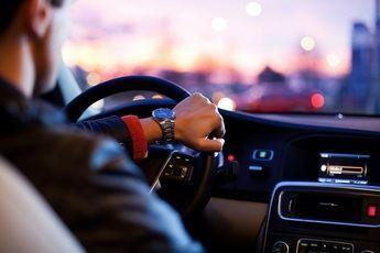 Alquiler de coche con conductor en Londres: tarifas para vehículos standard y de lujo