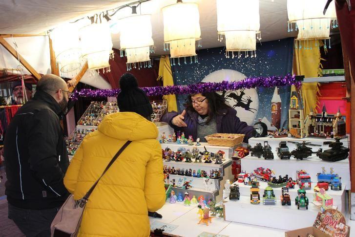 La Roda acoge un mercado navideño con más de 20 puestos en la plaza Mayor