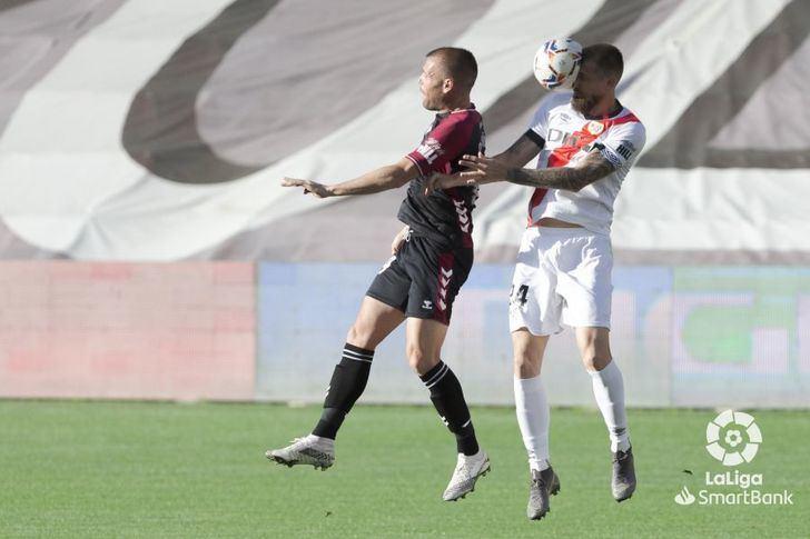 El Albacete Balompié dejó escapar la victoria en Vallecas ante un Rayo en inferioridad (2-2)