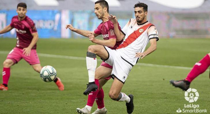 El Albacete cayó en Vallecas tras la disputa de la segunda mitad del partido aplazado en su día (1-0)