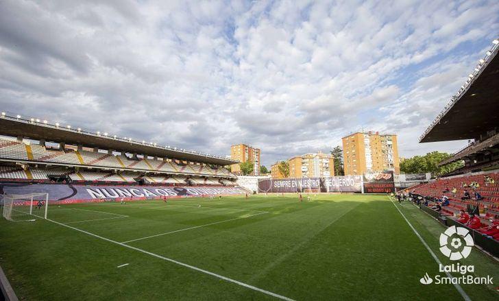 Albacete y Rayo vivieron en Vallecas una atípica vuelta del fútbol a España