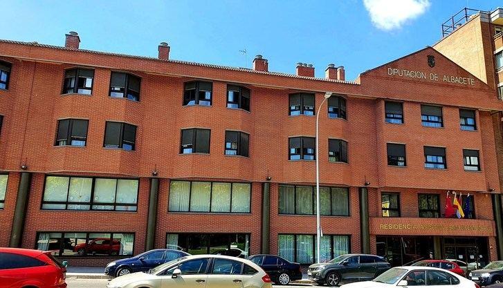 Castilla-La Mancha revisa sus medidas en residencias tras el rechazo judicial y abre la puerta a más de 2 visitas semanales