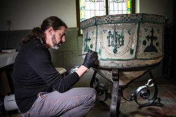 La Junta trabaja en la restauración de la Pila Bautismal y el Libro de bautismos, matrimonios y difuntos de Camarenilla (Toledo)