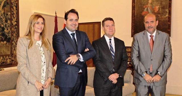 Reunión en el palacio de Fuensalida entre el presidente de la Junta y el del PP de Castilla-La Mancha.