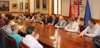 Los políticos se 'ponen las pilas' para evitar que la provincia de Albacete se quede sin autobuses de línea